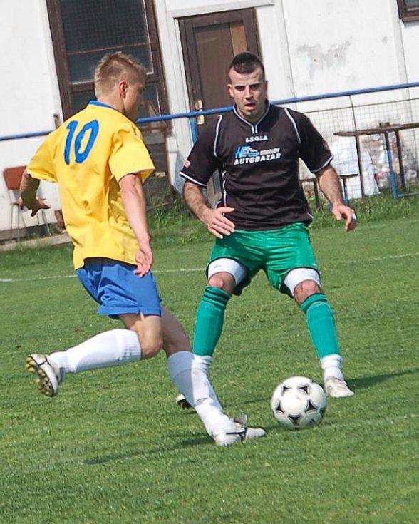 Krajský Fincentrum přebor: Baník Bukovany - Viktoria Mariánské Lázně (ve žlutém)