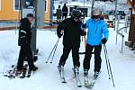 Lyžaři si užívají začátek sezóny na Bublavě.