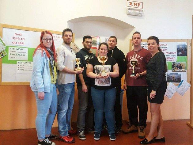 Studenti ze Střední školy živnostenské Sokolov zvítězili na mezinárodním veletrhu fiktivních firem v Praze ve velké mezinárodní konkurenci.