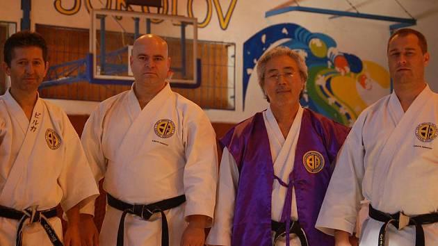 Sokolovští instruktoři s japonským mistrem.