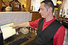Číšník z kraslické restaurace Severka Jiří Borároš popsal nový systém elektronické evidence tržeb  jako nedokonalý v hodně směrech