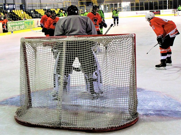 Nejstarší amatérská hokejová soutěž v kraji měla na programu své 9. kolo.