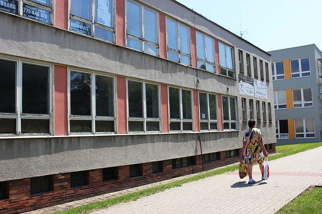 Bývalá jídelna u základní školy v Husově ulici najde nové využití.