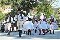 Mezinárodní folklorní odpoledne v amfiteátru je již tradiční akce.