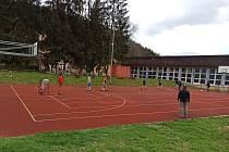 Po dlouhých měsících se spolu sešli při školním sportování i žáci druhého stupně na ZŠ Havlíčkova v Kraslicích.