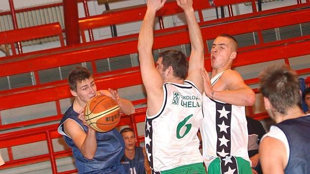 II. liga v basketbale mužů: BK Sokolov - SKB Rokycany ( v modrém)