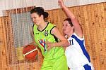 II. liga basketbalistek: BCM Sokolov (v bílém) - BK Strakonice B