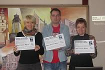 KONTAKTNÍ MÍSTA pro oběti domácího násilí už fungují v Kraslicích, Jáchymově a Žluticích. Vydrží přinejmenším do dubna 2016, o jejich dalším osudu pak budou rozhodovat samy obce.