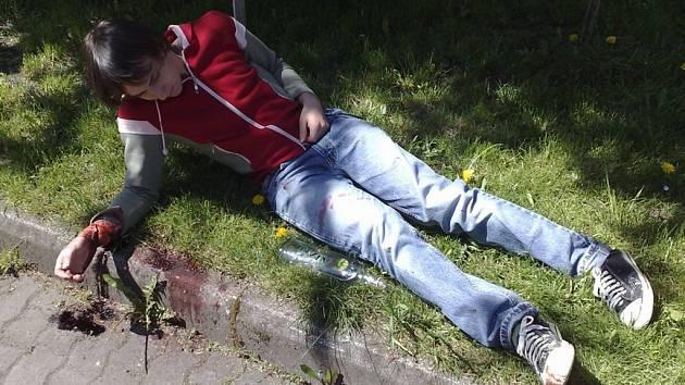 Zraněný muž - figurant.