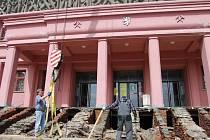 Oprava schodů před Hornickým domem