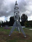 Nová raketa na hřišti vyvolává kladné i záporné reakce místních.