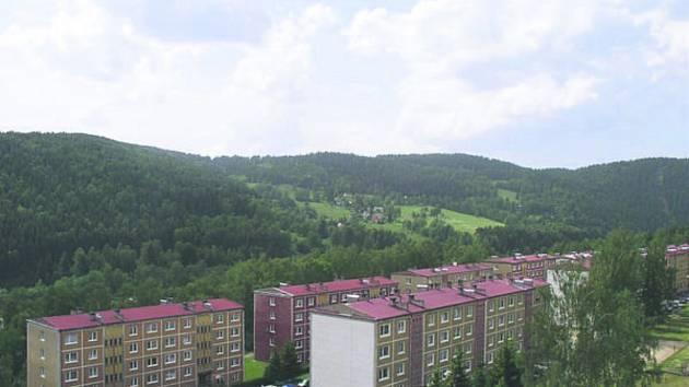 SÍDLIŠTĚ v Oloví byla dlouhá léta zanedbávaná. Bytová organizace se zřejmě už v příštím roce pustí do revitalizace za 45 milionů korun.