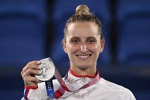 Markéta Vondroušová se stříbrnou medailí.