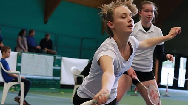 Nejdecký badminton urval v Ostravě cenný bronz .