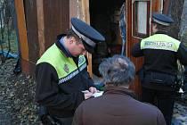 Strážník městské policie při pondělní kontrole