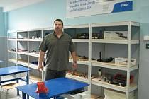 ŘEDITEL Libor Dočkal v prostorách nově otevřené pracovní dílny