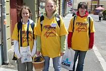Dobrovolníci vyrazí ve středu do ulic s košíkem plným kytiček.