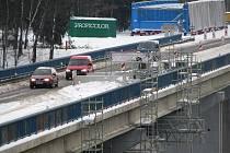KRAJSKÝ úřad ukončí do čtrnácti dnů správní řízení a vydá rozhodnutí. V něm bude jasné, zda vyhoví žádosti o úplnou uzavírku tohoto mostu, či nikoliv.