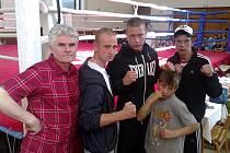 Sokolovští boxeři v Libčicích, zleva: trenér Jan Malý, Patrik Žiga, Petr Arkenberg, René Hejda a Viktor Blaho