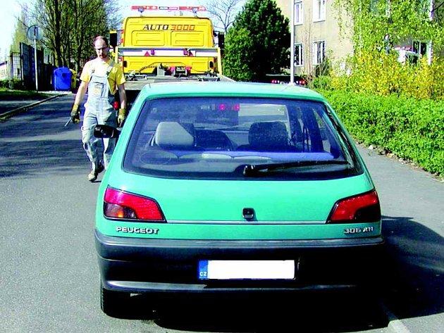 Strážníci v Sokolově nechávají denně odtahovat několik aut