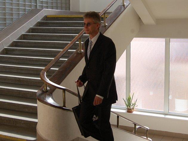 Odsouzený Ladislav Janoušek u sokolovského soudu