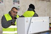 Na novém pracovišti ve Věznici Horní Slavkov demontují odsouzení jak malé, tak velké spotřebiče.