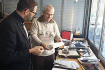 Ve Starnbergu se sešel starosta Chodova Patrik Pizinger se synem Williho Huttiga Thomasem.