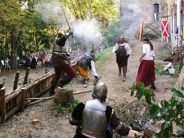 Skupina historického šermu Discordia se stále vrací na Hartenberg.