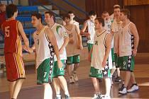 II. liga v basketbale mužů: BK Sokolov - Sokol Sršni Písek (v červeném)