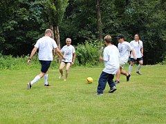 Již posedmé zavítal na hřiště u školy v Hřebenech Fotbal pro rozvoj.