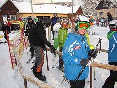 Vytáhnout lyže ze skříně a hurá na svahy. To si o víkendu řekla spousta nadšenců zimních sportů a vyrazili do horské Bublavy.