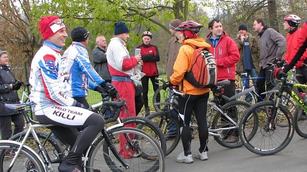 Cyklisté hojně využívají páteřní cyklostezku podél Ohře (snímek). Nově by mohli navázat na městský okruh