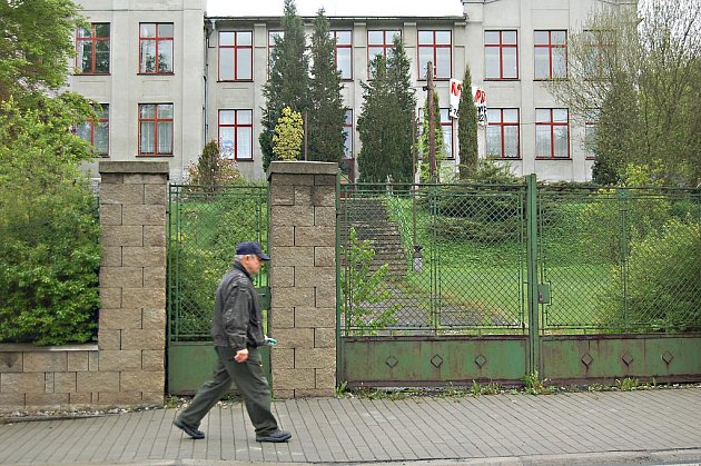 PODNIKATELSKÉ INKUBÁTORY. Podle místostarosty Kraslic Lubomíra Zacha je nutné zamyslet se nad využitím opuštěných výrobních prostor. Jedním z nich je Triola u hlavní silnice.