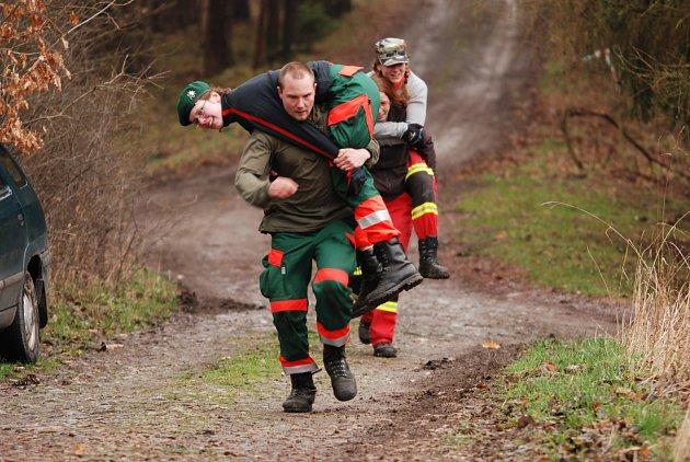 ZÁCHRANÁŘSKÝ závod Bobři měl náročné disciplíny.