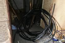 Ukradené kabely.
