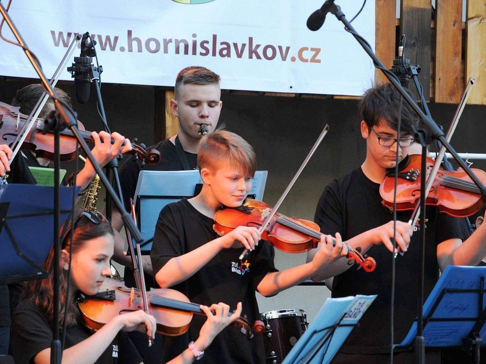 Mini ZUŠ Open pořádala v loňském roce Základní umělecká škola Horní Slavkov v Lokti i ve Slavkově.