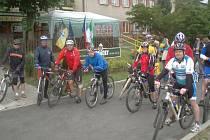 Start cyklistického prologu u restaurace Kopačka