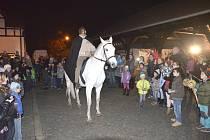 Vítání Martina na bílém koni na Bernardu.