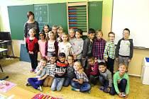 Třída 1. A ze SŠ, ZŠ a MŠ Havlíčkova v Kraslicích s třídní učitelkou Věrou Ulrichovou.