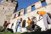Někteří dobrovolníci se na hrad Hartenberg vracejí opakovaně. Svojí prací se tak podílejí na obnově této památky a jejího okolí.