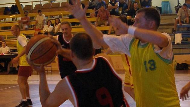Basketbaloví veteráni se v Sokolově sešli již podesáté.