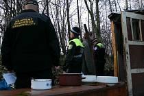 Městská policie při kontrole lidí bez přístřeší