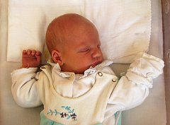 Davídek Šimon z Horního Slavkova měřil při porodu 50 cm a vážil 3,400 kg.