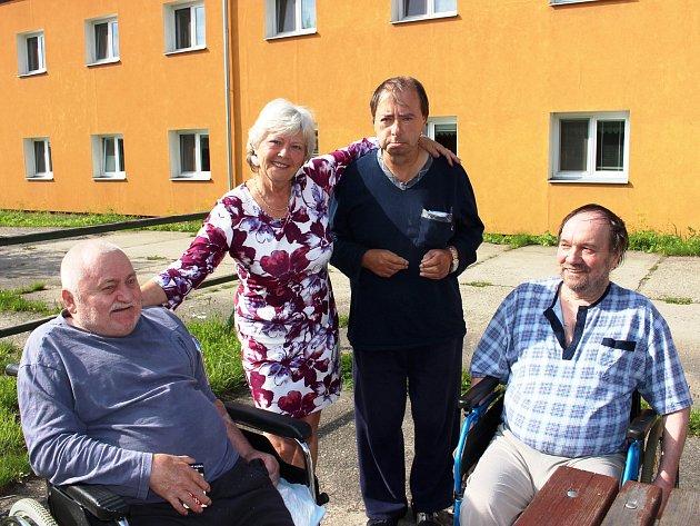 Mezi seniory vDomě klidného stáří ve Svatavě je Věře Krumlíkové dobře. Dochází za nimi denně kromě víkendu.