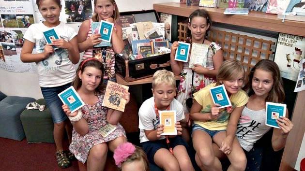 Cestovní pasy Království Librínie začala loketská knihovna vydávat ve středu.