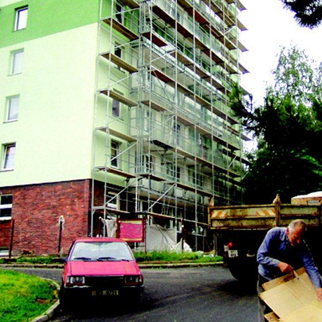 Lidé v Sokolově si mohou vypůjčit pozemky kolem svých domů.