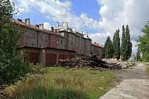 V okolí nemovitosti došlo k demolici bývalých nádražních objektů