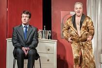 Dva nahatý chlapi budou k vidění v sokolovském divadle.