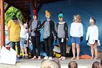 Velká večerníčková slavnost přinesla pohádku o tučňácích, vyhodnocení nejlepších čtenářů, ukončení projektu Už jsem čtenář - Knížka pro prvňáčka, sólová vystoupení i vysvědčení pro rodiče prvňáků.