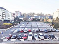 Parkování na náměstí Budovatelů.